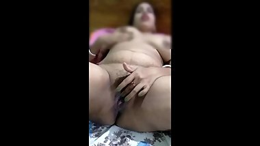 Indian Wife Exploer Her Beautyful Pussy And Squitrs On Bed