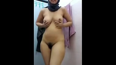 Teen muslim love to show